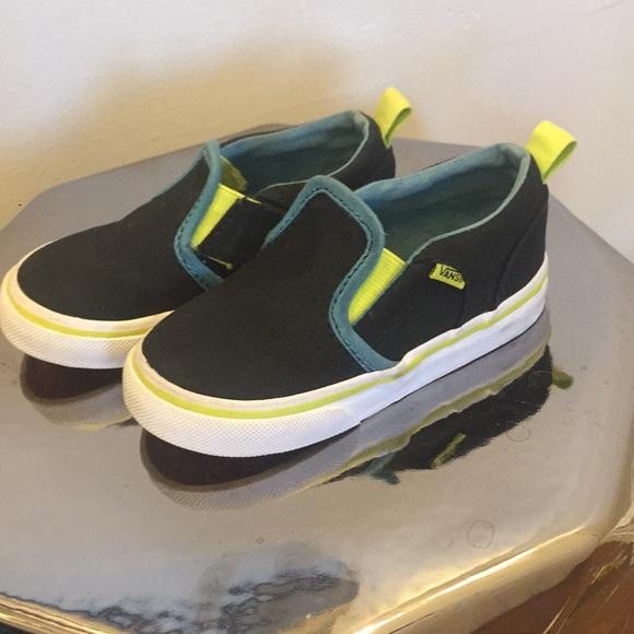 774516fd9e Toddler boys Vans shoes. M 5c2bd7df9fe4864570c3e973